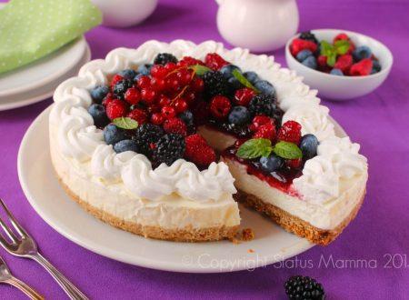 Cheesecake ricotta e yogurt con frutta fresca