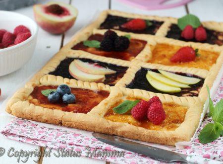 Crostata con marmellata e frutta fresca
