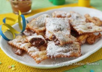 Chiacchiere ripiene alla nutella ricetta golosa per bambini facile veloce economica che non assorbe olio ottima anche al forno Statusmamma Gialloblogs