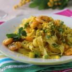 Tagliatelle con zucchine e gamberi allo zafferano