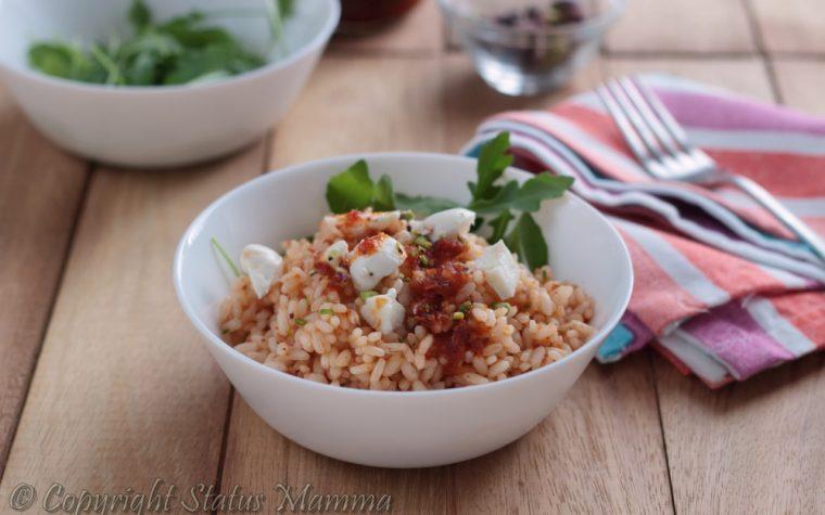 Insalata di riso con pesto ai pomodori secchi e pistacchi