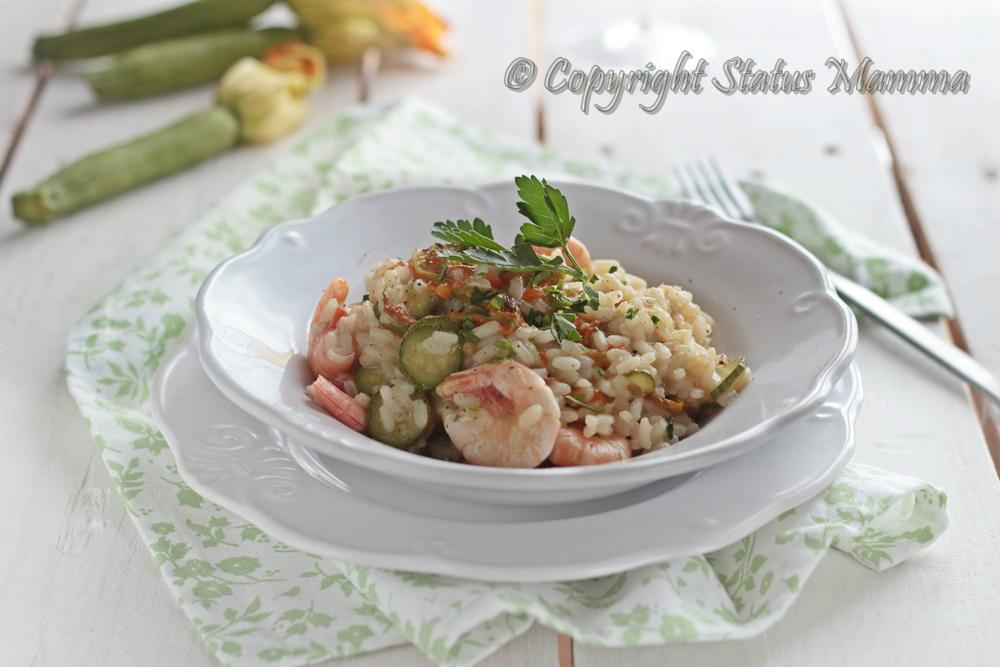 Risotto di gamberi con zucchine risotto primo ricetta di mare con gamberi gamberetti riso zucchine novelle fiore facile gustoso primavera estate