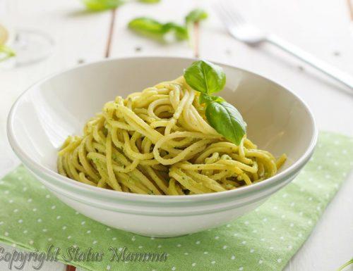 Spaghetti con pesto al basilico e ricotta