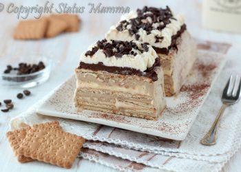 Tiramisù gelato con biscotti , ricetta per una deliziosa torta fredda senza cottura facile e golosa al caffè per stupire tutti a tavola con un dessert freschissimo