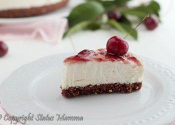 Tanti modi di preparare la cheesecake,torta fredda all'italiana, oggi andremo a preparare una golosa torta fredda con confettura di ciliegie.