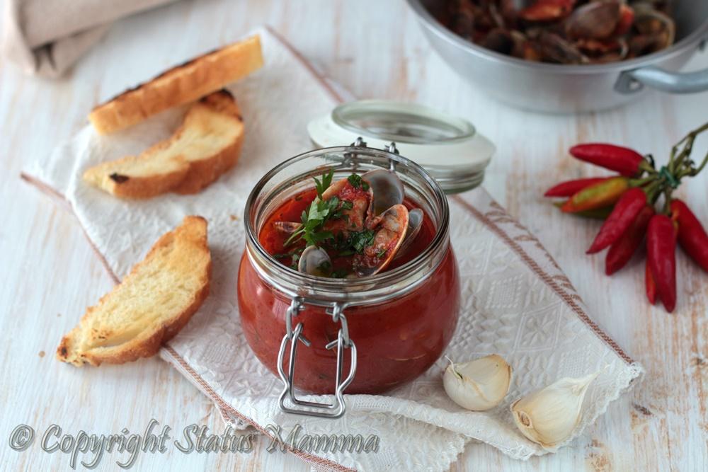 La zuppa di vongole un secondo piatto gustoso che si presta bene come antipasto accompagnato da crostini tostati , perfetto anche per le occasioni speciali.