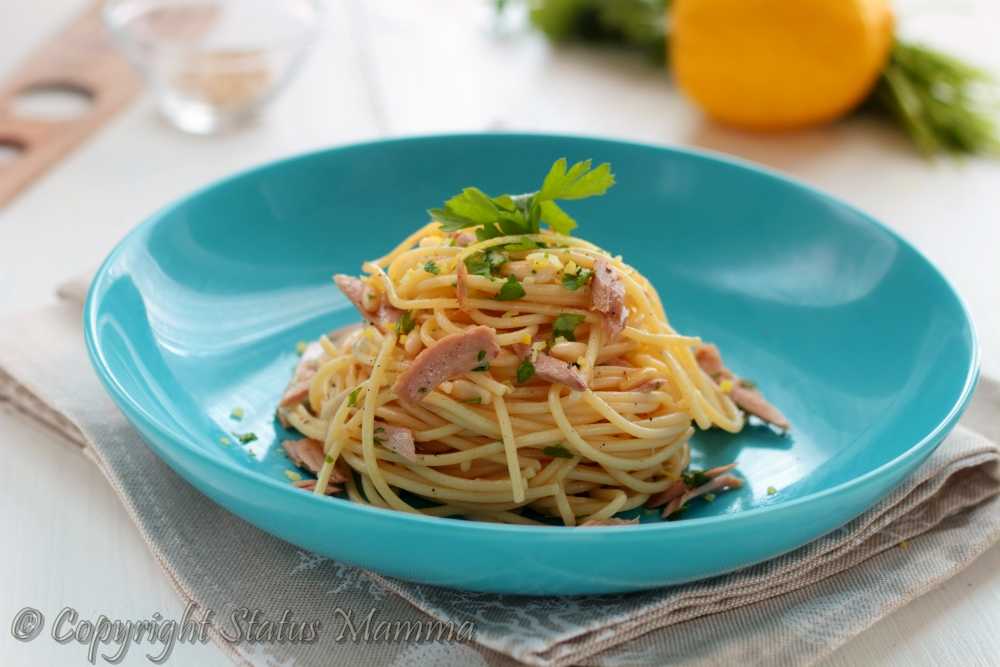 Spaghetti al tonno con limone primo piatto veloce facile da preparare anche in anticipo , ottima ricetta da servire anche fredda , fresca e profumato.