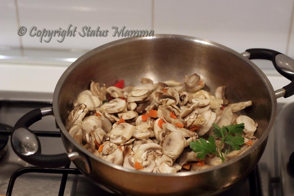 Strudel di sfoglia ai funghi con speck e taleggio secondo antipasto con verdure facile veloce ricetta cucinare foto tutorial Statusmamma giallozafferano