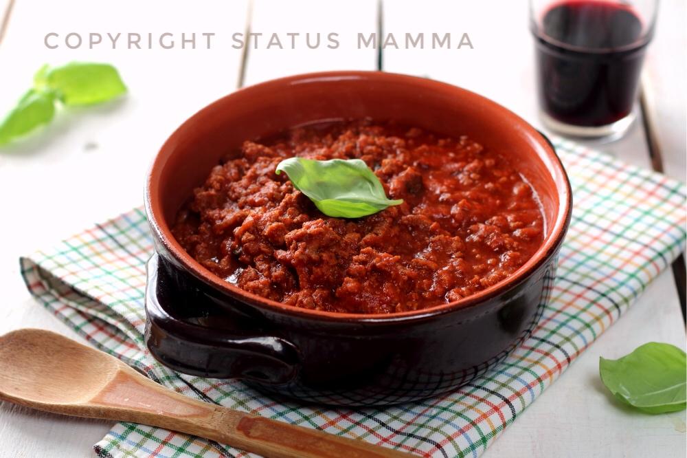 ragu semplice veloce ricetta condimento con sugo pomodoro basilico cucinare per bambini piatto domenica Natale feste di carne Statusmamma gialloblogs