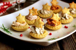 RICETTE di Natale dall'antipasto al secondo Barchette salate di pasta brisè con farcitura mista