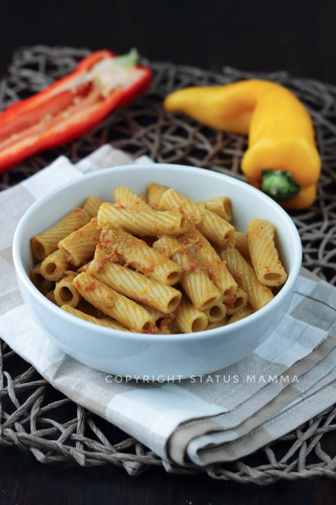 Pasta con crema di peperoni al pesto