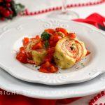 Rotolini di pasta all'uovo alle erbe con salmone e patate