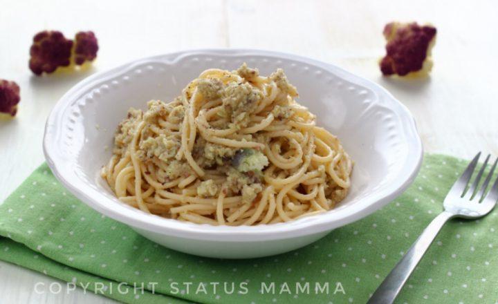 Pasta cremosa ai cavolfiori viola e olive taggiasche