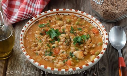 Zuppa di farro con legumi misti vegetariana