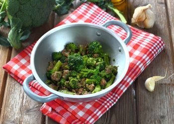 Ricetta broccoli e salsiccia in padella