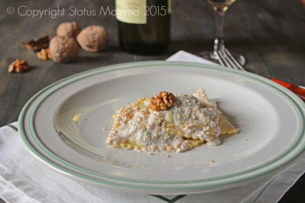 Ravioli di magro salsa di noci cremosa bietola alla Ligure