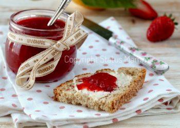ricette con la frutta cosa cucinare a marzo Ricetta confettura di fragole senza conservanti naturale