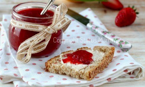 Confettura di fragole in casa naturale senza gelificanti o conservanti
