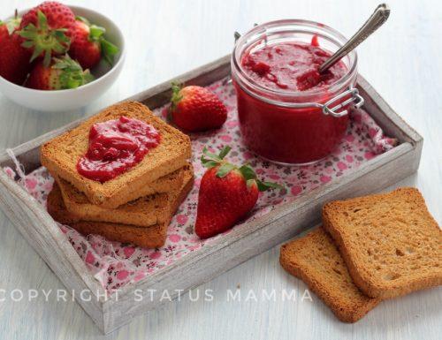 Il curd di fragole, o strawberry curd