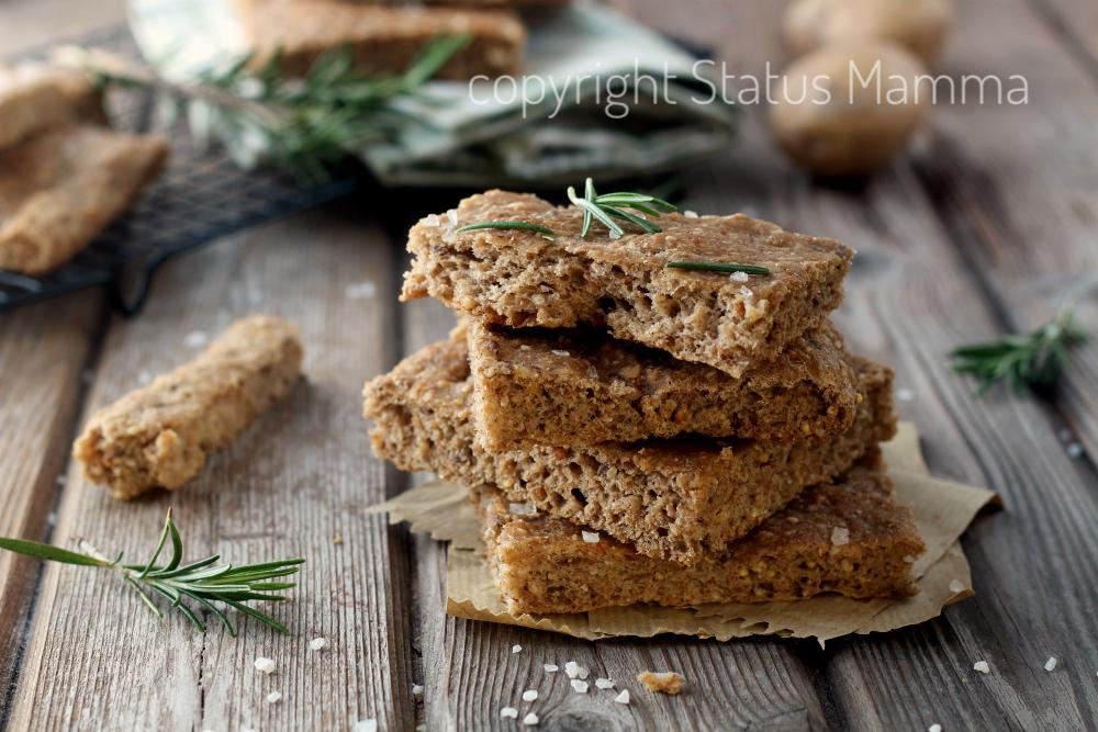 Focaccia rustica ai cinque cereali sofficissima con fiocchi di patate