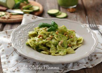 Farfalle al pesto di zucchine e noci facile e gustoso ricetta vegetariana con e senza bimbi condimento pasta pane crostini