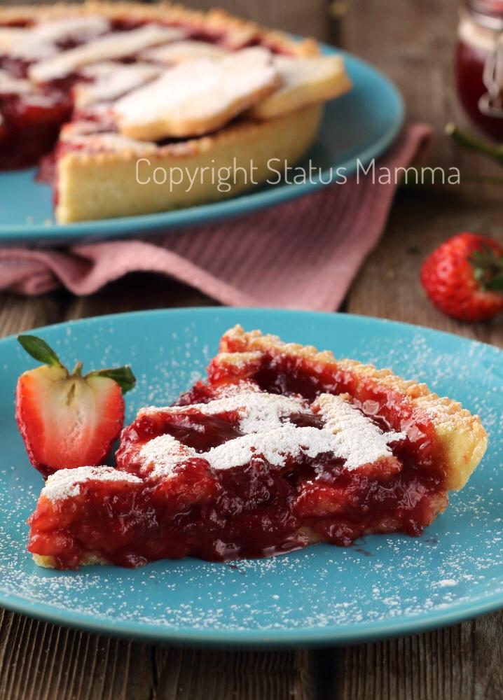 crostata di marmellata o confettura di fragole ricetta marmellatosa friabile e morbida alla frutta