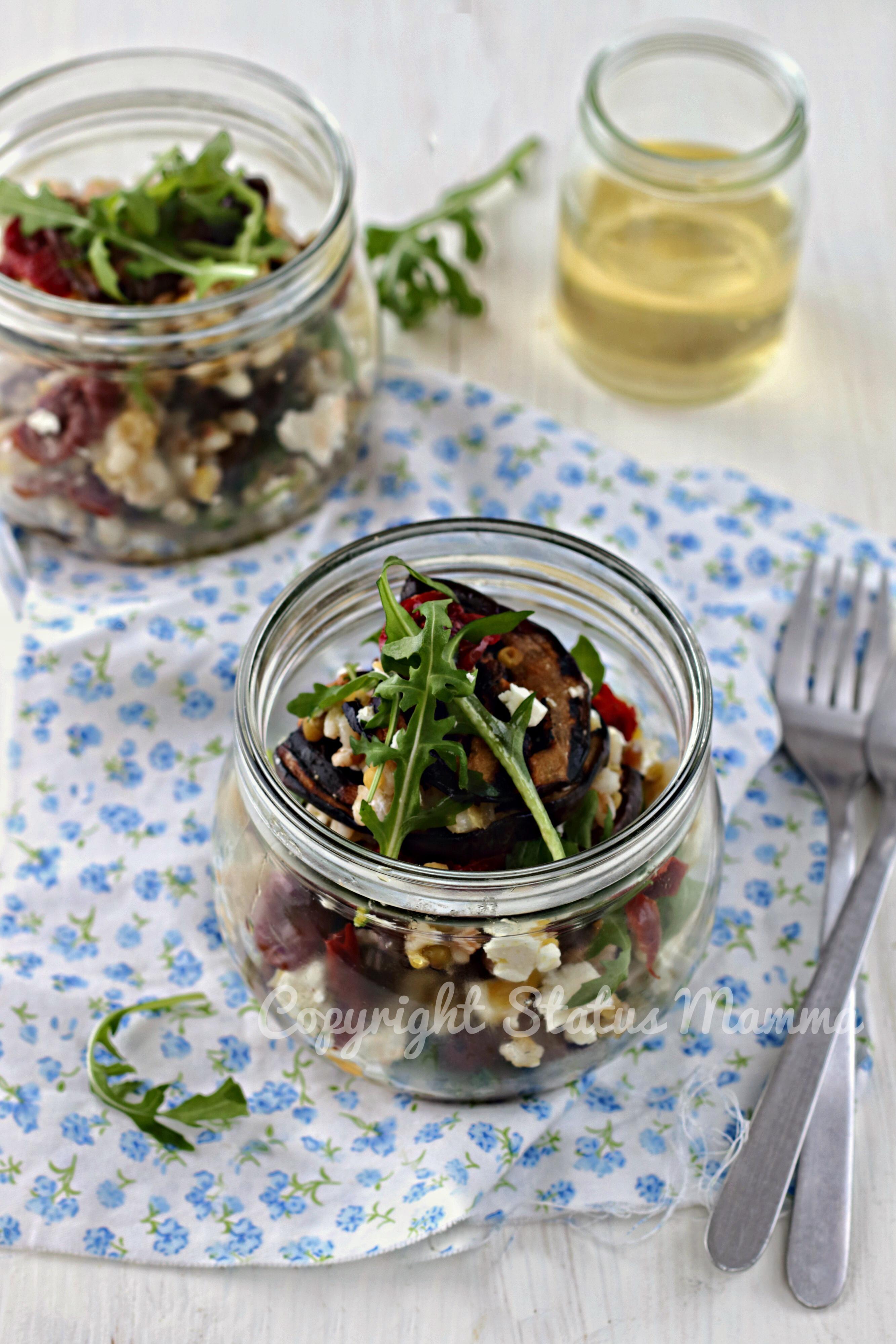 Come preparare una deliziosa insalata di melanzane con legumi e cereali fresca