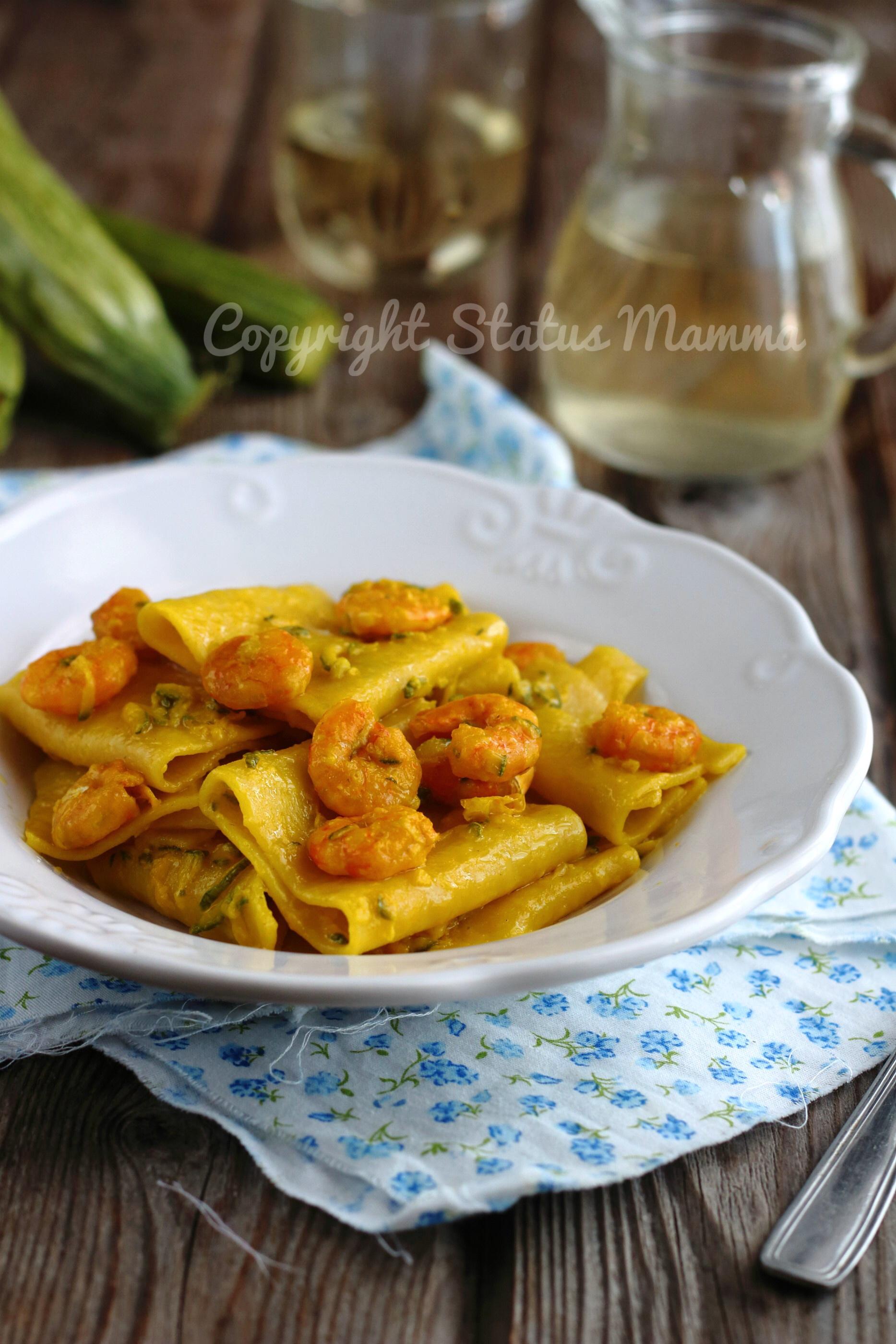 Paccheri zucchine e gamberi primo piatto profumato allo zafferano