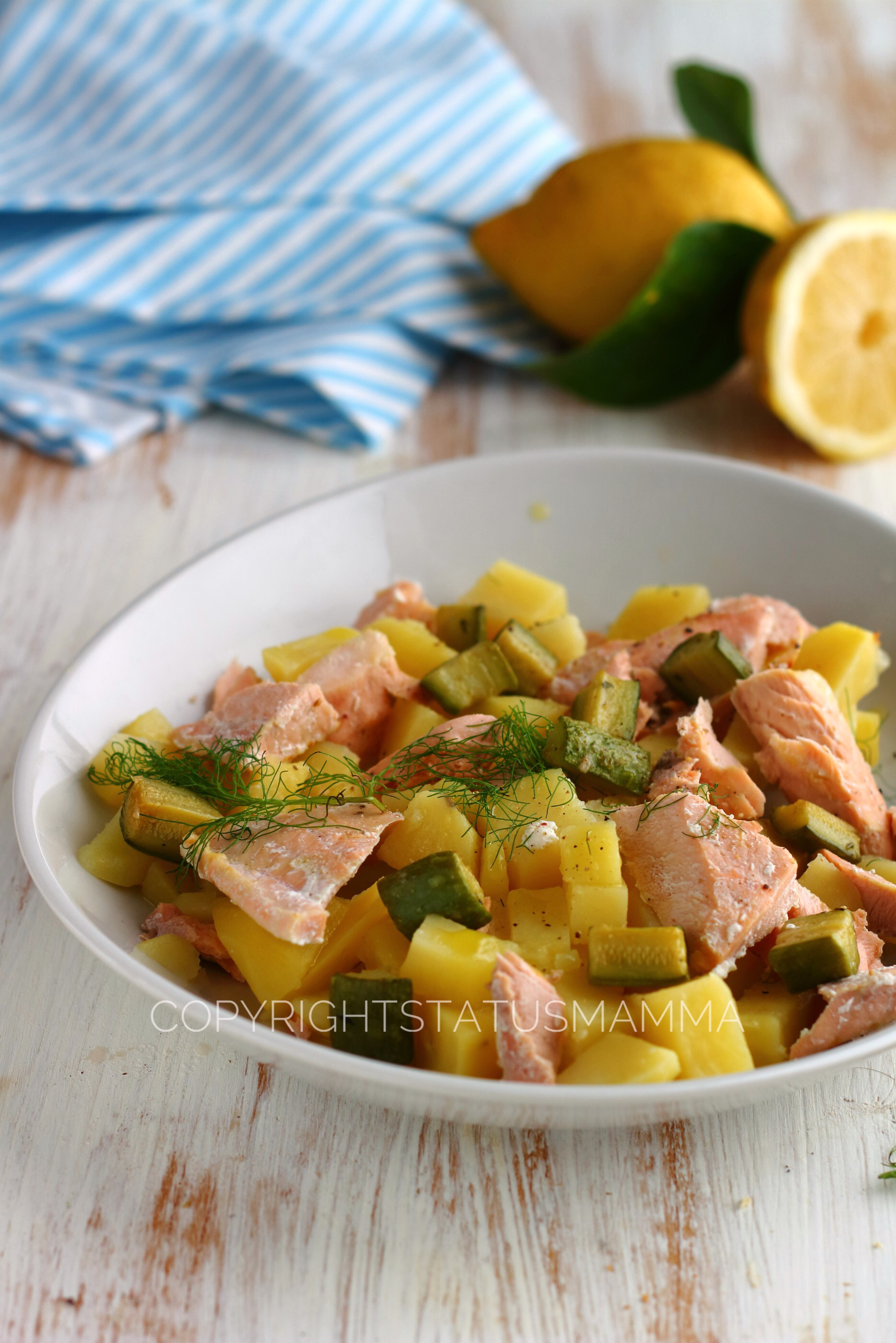 Insalata di salmone e patate profumata all'aneto e limone photo food photograpy