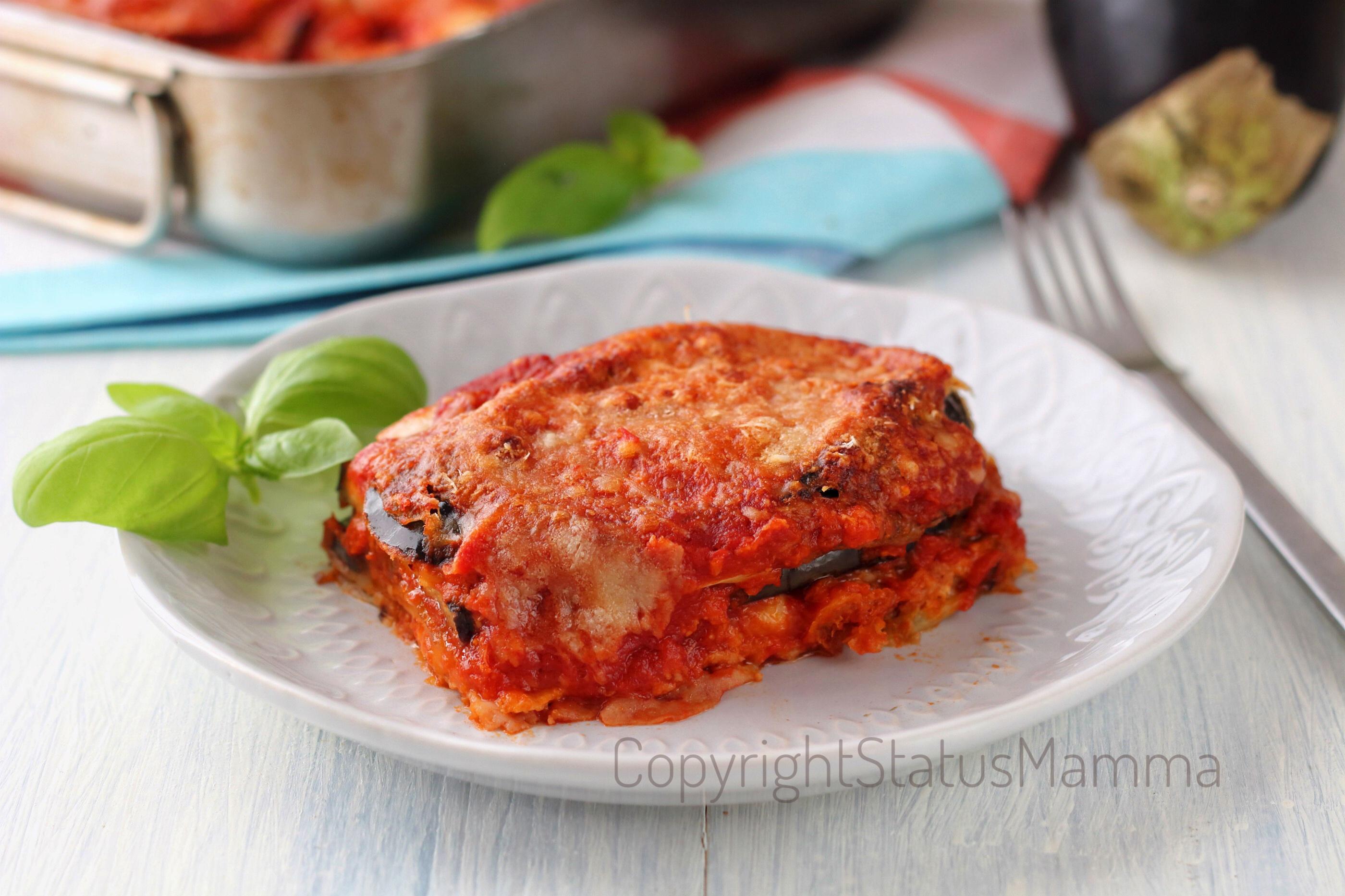 Parmigiana semplice di melanzane sugo mozzarella photo food photograpy ricetta vegetariana