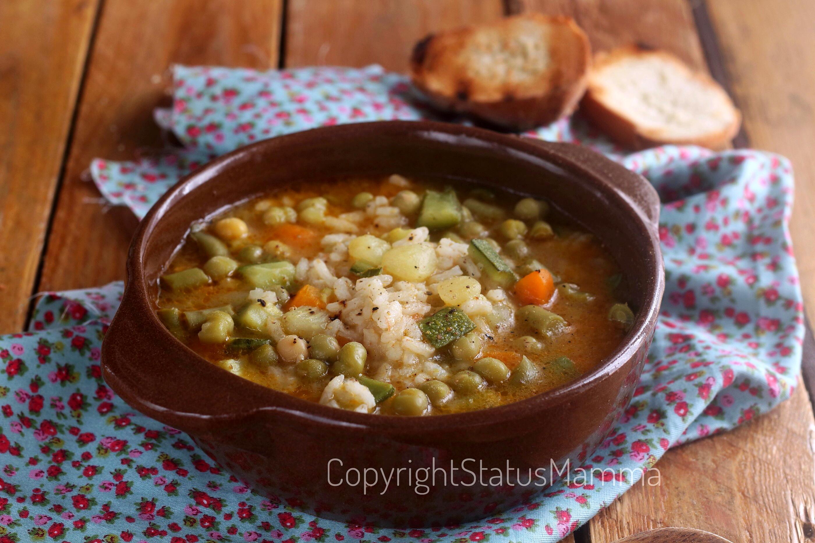 Minestrone leggero di riso e verdure photo food photograpy recipes