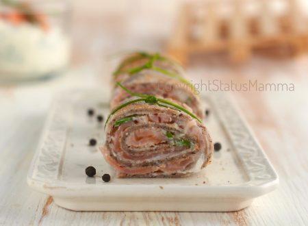 Rotolini di crepes con grano saraceno farciti al salmone