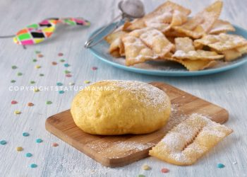 Impasto base per chiacchiere e dolci di carnevale bollosi e friabili