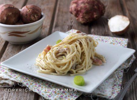 Spaghetti con crema di topinambur e porri allo speck