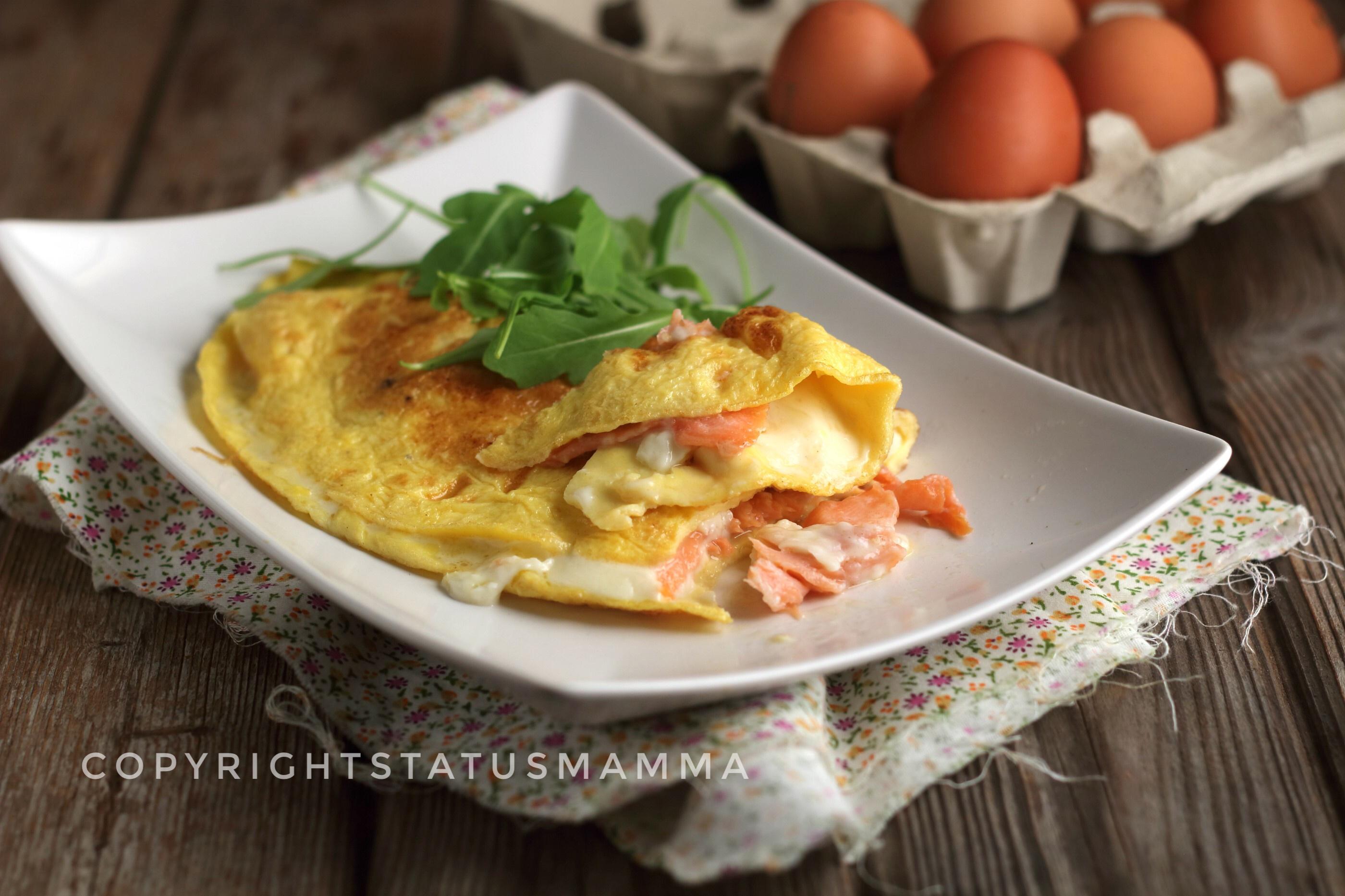 Ricetta Omelette Salmone.Omelette Al Salmone Gustosa Filante Con E Senza Bimby