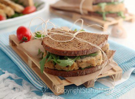 Sandwich facile con polpettone di tonno e pane ai cereali
