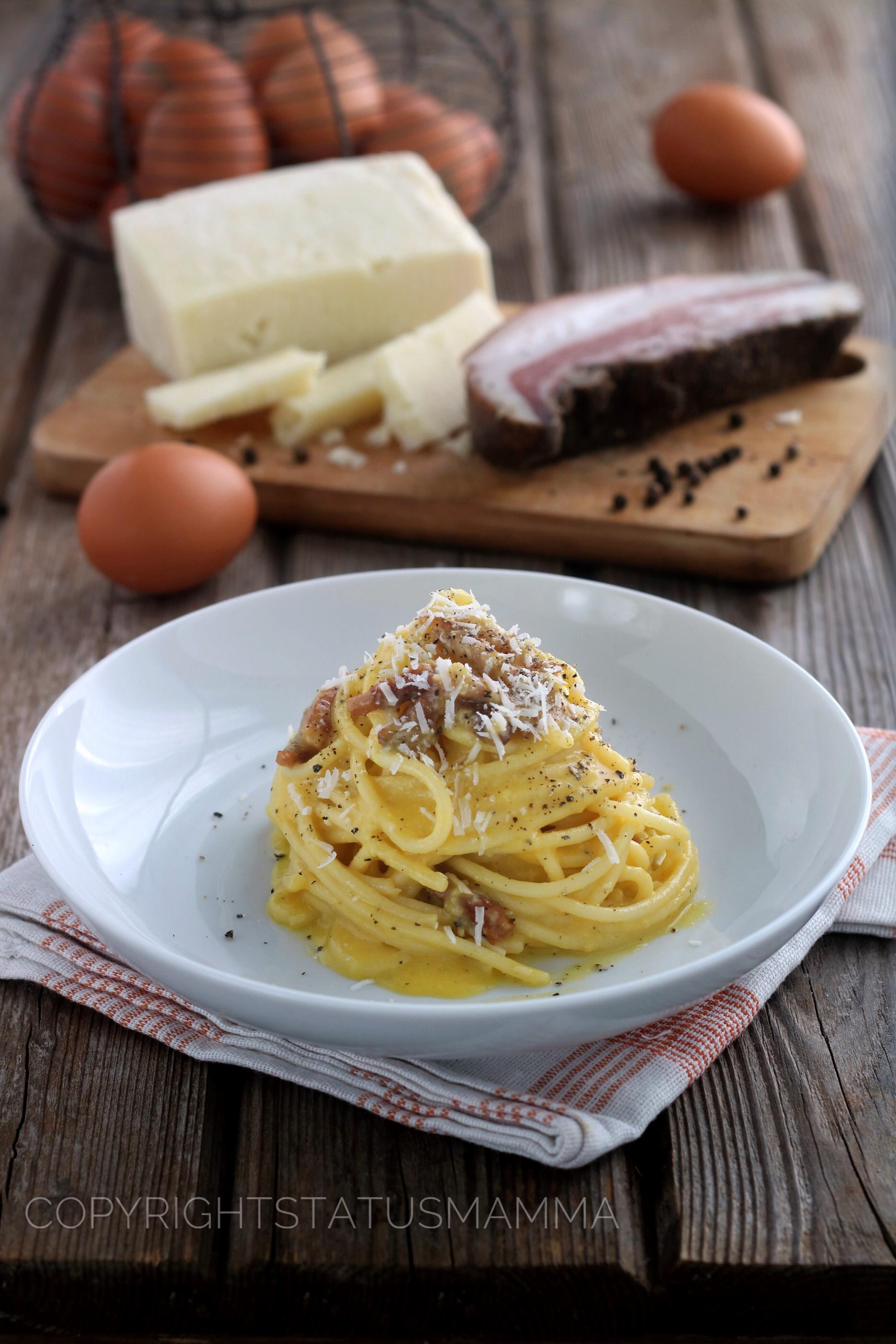 Uno dei classici più famoso e rivisitato al mondo, velocissimo e gustoso la pasta alla carbonara, ricetta facile con spaghetti ricetta tradizionale.
