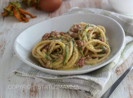 Carbonara con zucchine e salsiccia facile e gustosa