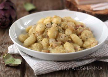 RICETTE CON LE VERDURE DI MAGGIO - Gnocchi con crema di carciofi e pancetta croccante
