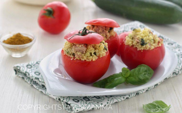 Pomodori ripieni freddi cous cous zucchine e tonno al curry