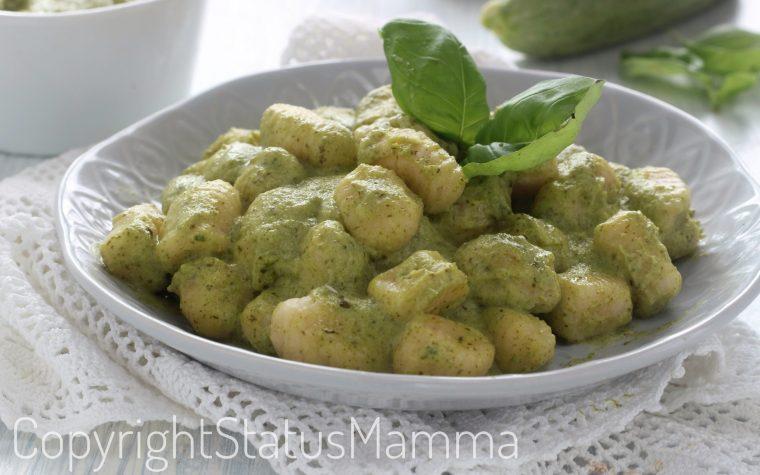 Gnocchi al pesto di zucchine ricetta facile e cremosa