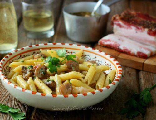 Pasta con salsa ai funghi e pancetta senza panna – ricetta
