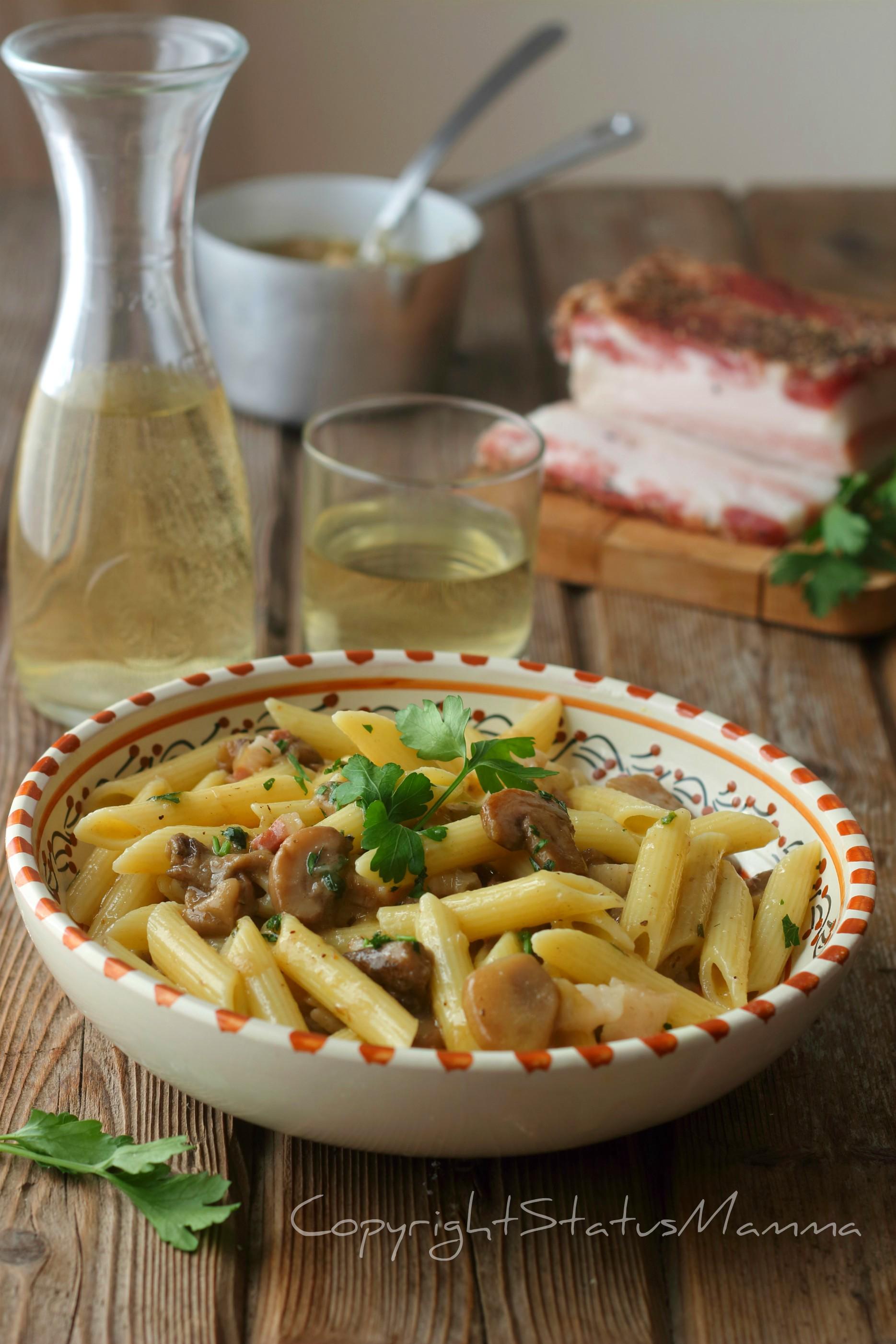 Pasta con salsa ai funghi e pancetta senza panna