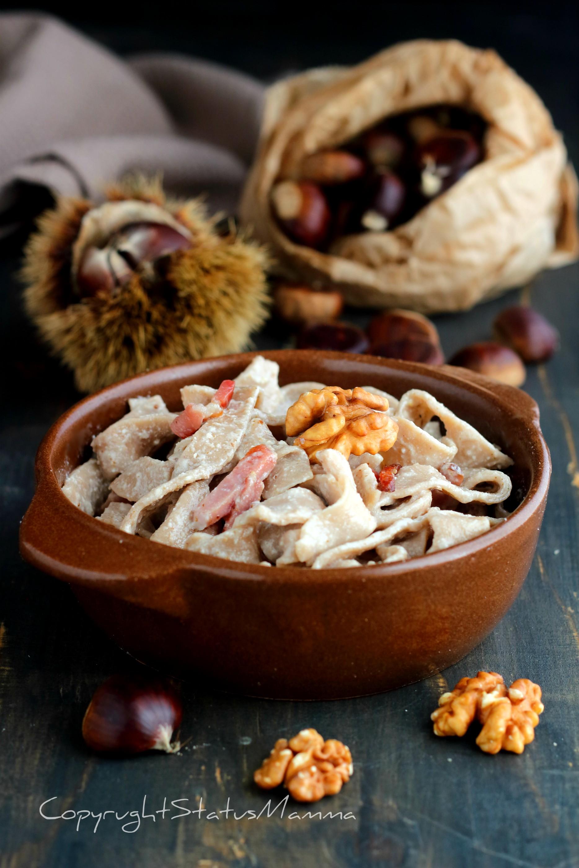 Tagliatelle con farina di castagne condite con salsa di noci e speck