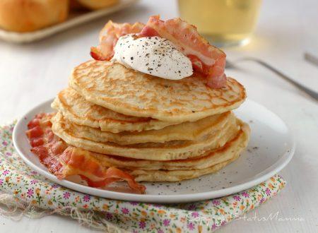 Pancake salati con pancetta morbidi