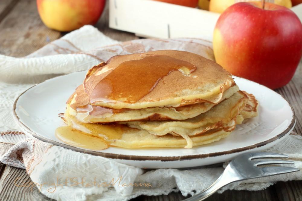 Pancake con purea di mele soffici senza burro
