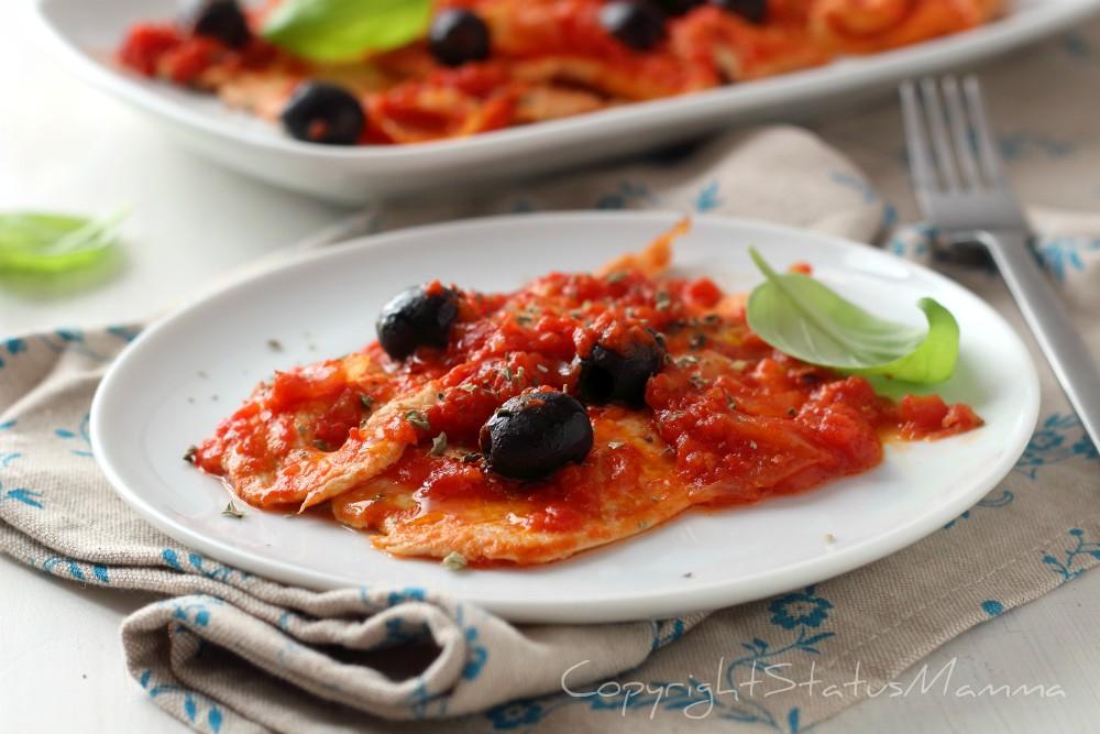 Petto di pollo alla pizzaiola con olive e origano
