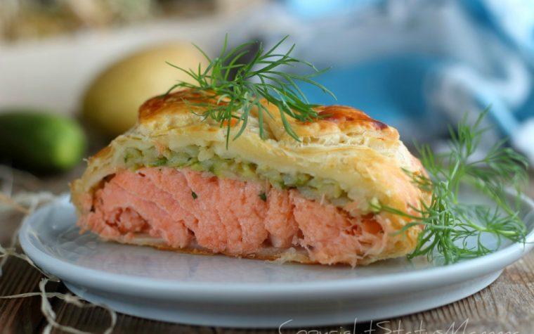Strudel di sfoglia al salmone con zucchine e patate