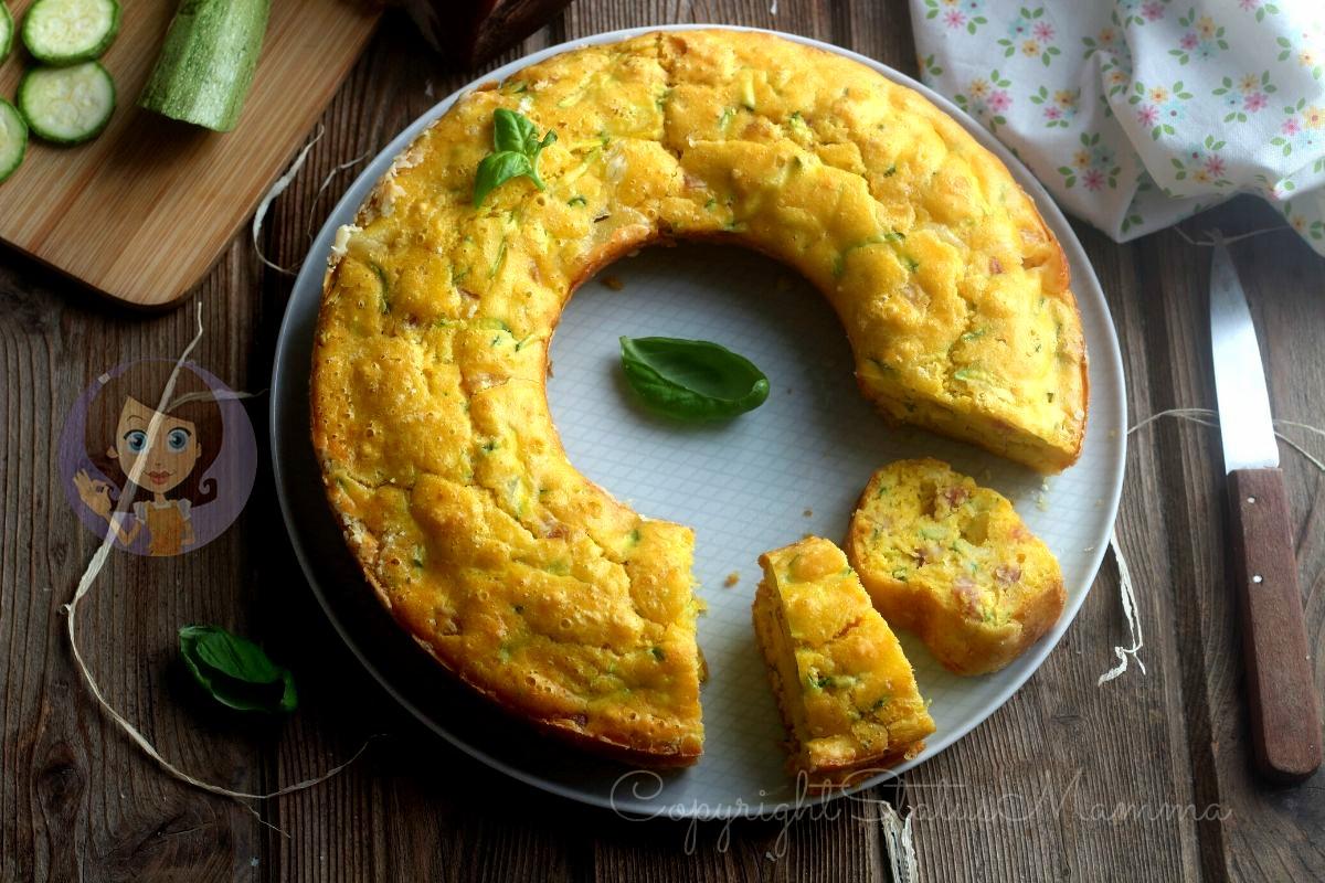 ciambella salata con zucchine e prosciutto speck e formaggio cotto e mangiato con verdure formaggi sofficissima
