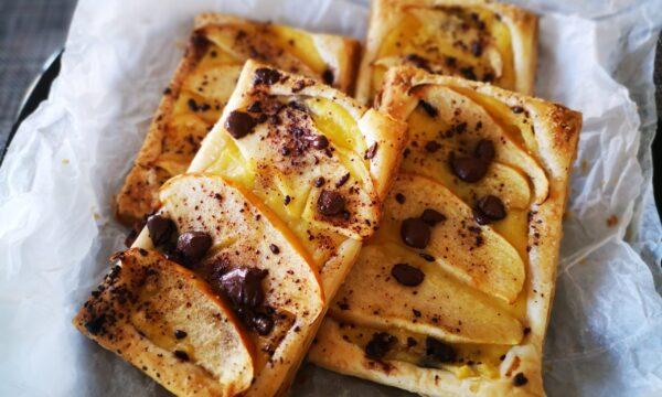 Sfogliatine con crema e mele